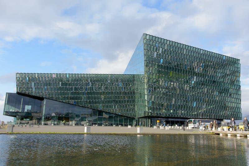 Sala de conciertos de Harpa en Reykjavik imagen de archivo