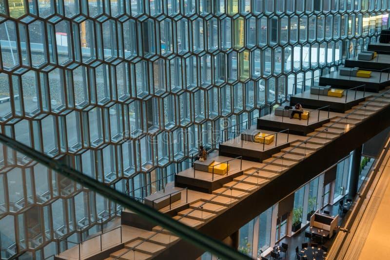 Sala de conciertos islandesa hermosa, Harpa Building en Reyjavik, Islandia foto de archivo