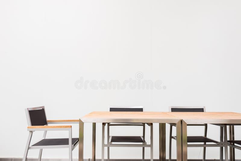 Sala de conferências com lugar para tirar na parede Close up do escritório moderno imagem de stock royalty free