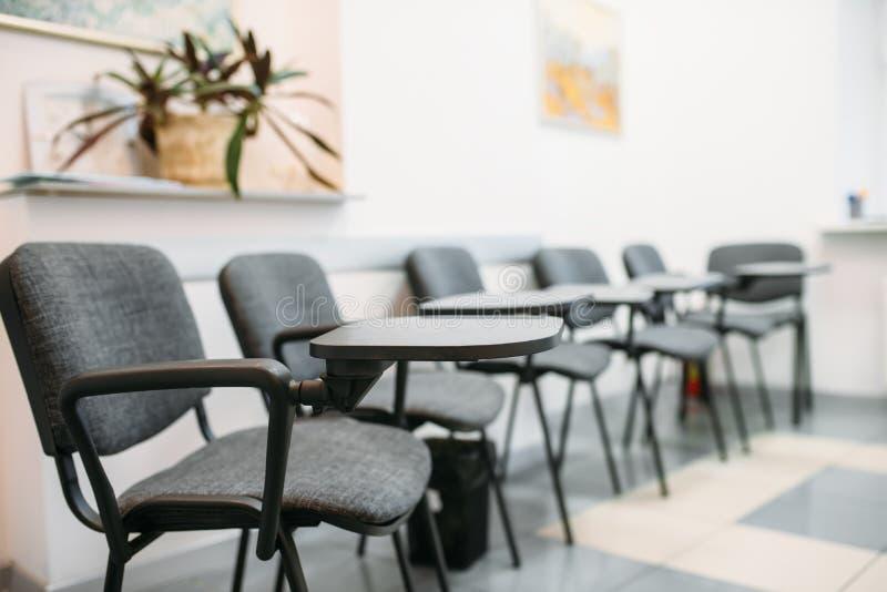 Sala de conferências no escritório para negócios, ninguém imagens de stock royalty free