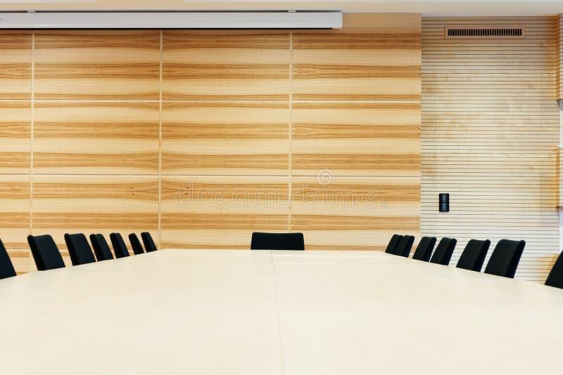Sala de conferencias de madera fotografía de archivo libre de regalías