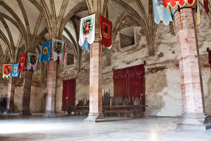 Sala de conferencias medieval con los indicadores fotografía de archivo libre de regalías