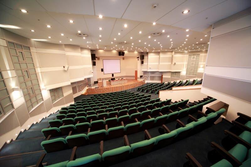 Sala de conferencias y registro de la escena imagenes de archivo
