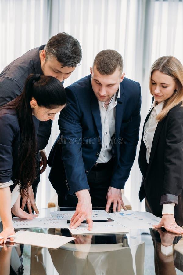 Sala de direção da equipe do chefe da liderança da instrução do negócio fotografia de stock royalty free