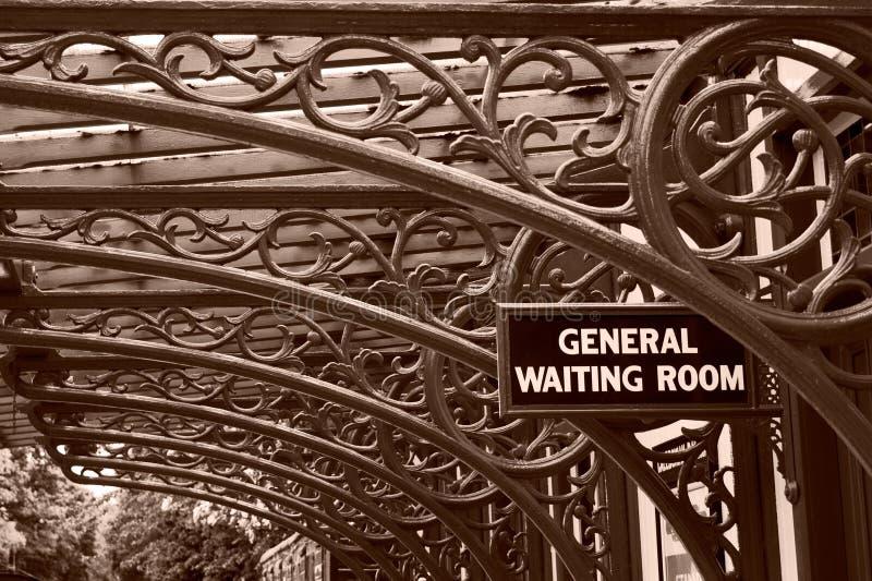 Sala de espera da estrada de ferro do vintage imagens de stock royalty free