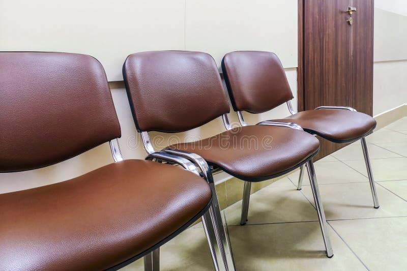 Sala de espera en la oficina, el hospital, la clínica, la educación o la otra institución Coloque para esperar en la línea de ent foto de archivo libre de regalías