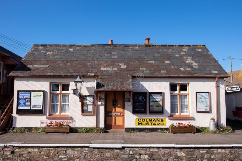 Sala de espera ferroviaria imagenes de archivo