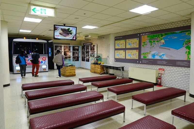 Sala de espera na estação de ônibus em Nagano, Japão imagem de stock