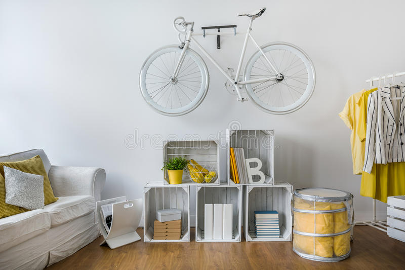 Sala de estar à moda projetada para o moderno imagem de stock royalty free