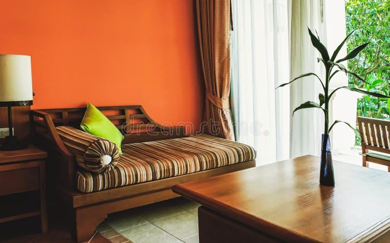 Sala de estar anaranjada imágenes de archivo libres de regalías