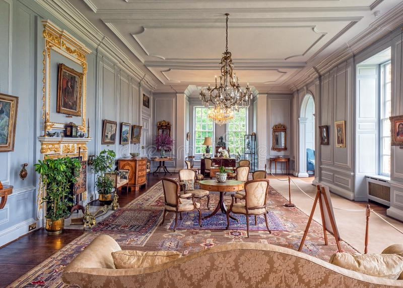 A sala de estar branca, Burton Agnes Hall, Yorkshire, Inglaterra fotografia de stock royalty free