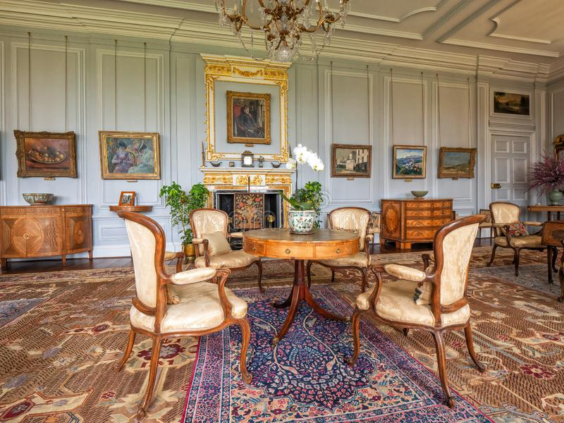 A sala de estar branca do século XVIII, Burton Agnes Hall, Yorkshire, Inglaterra fotografia de stock royalty free