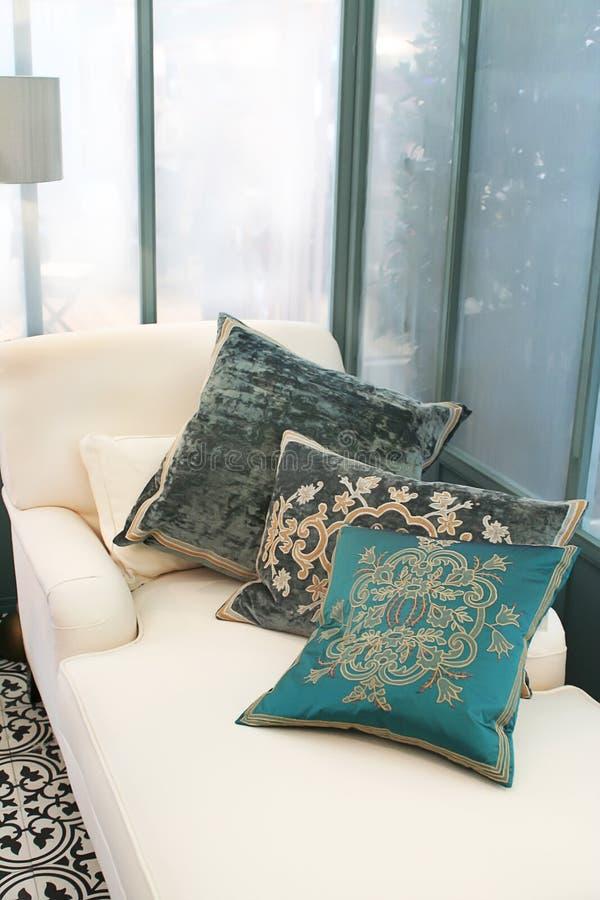 Sala de estar clássica com descansos imagem de stock royalty free