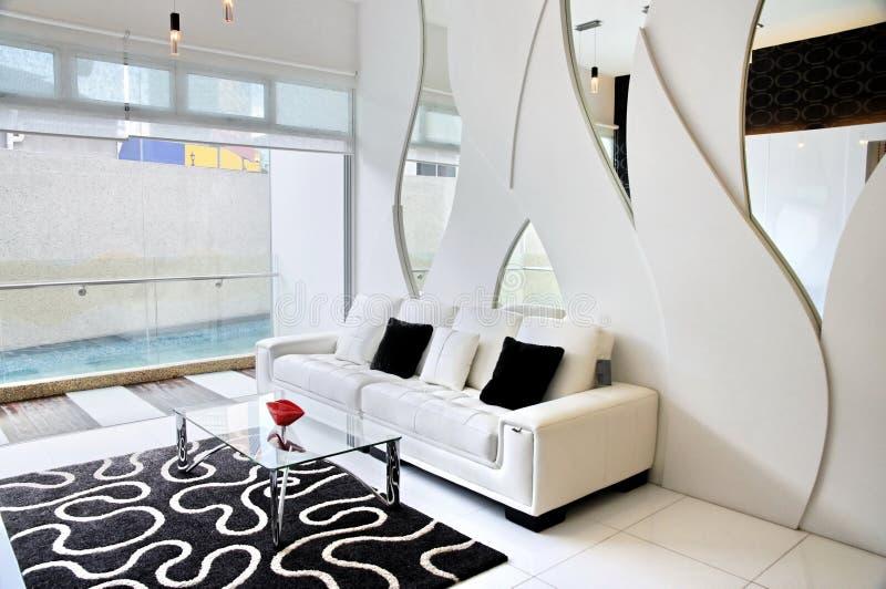 Sala de estar con tema blanco y negro fotos de archivo libres de regalías