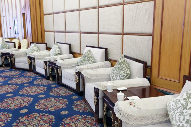 Sala de estar da grande sala de reunião foto de stock royalty free