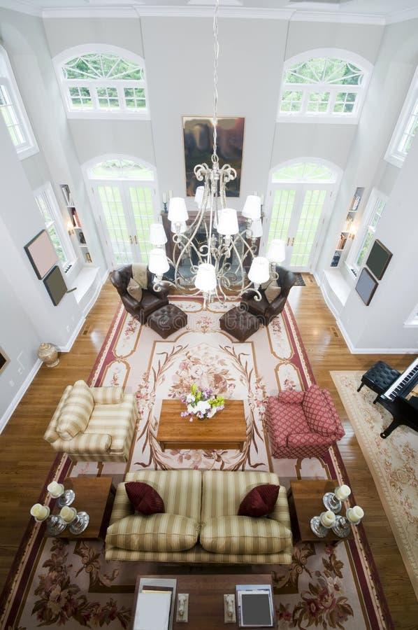 Sala de estar de lujo grande de la visión aérea fotografía de archivo