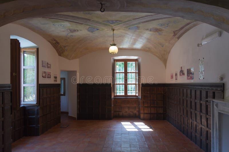 Sala de estar de una casa antigua fotografía de archivo