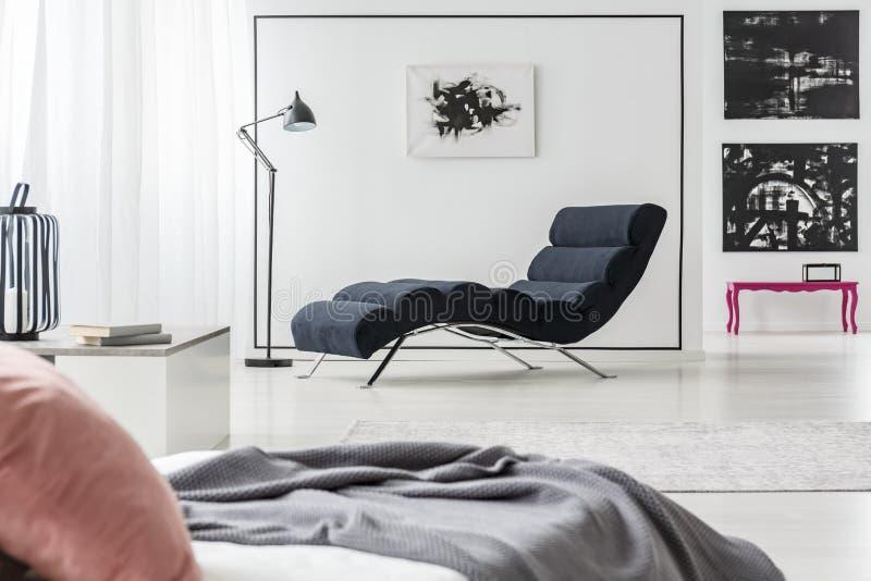 Sala de estar e cama do Chaise imagem de stock