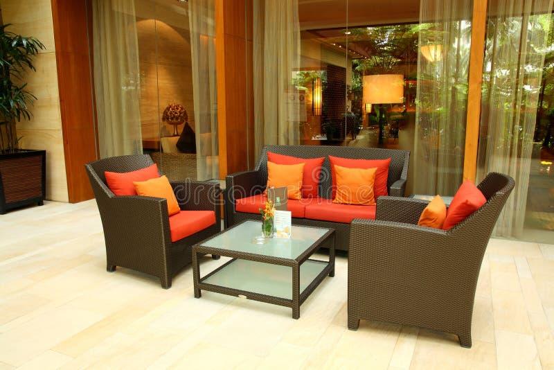 Sala de estar e entrada do hotel imagens de stock