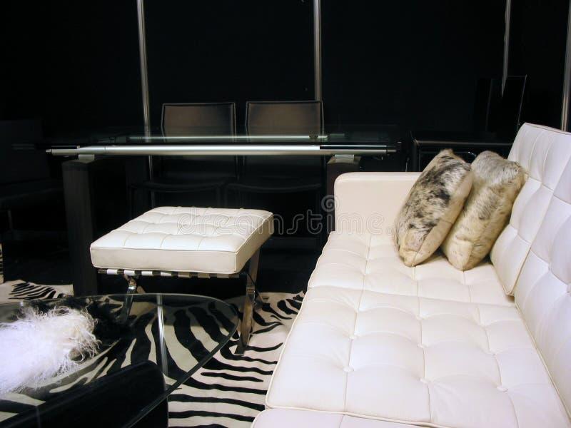 Sala de estar en blanco y negro fotos de archivo imagen for Sala de estar blanco y negro