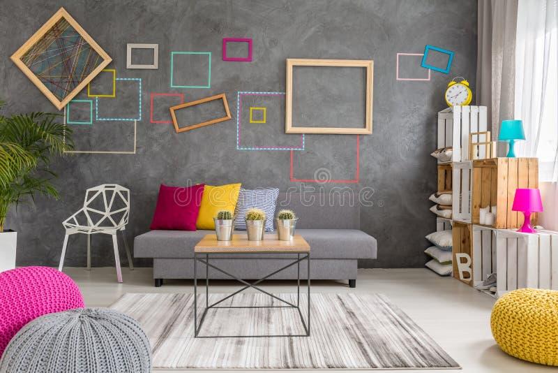 Sala de estar en diseño moderno fotografía de archivo libre de regalías