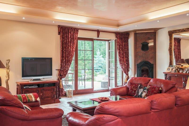 Sala de estar en estilo colonial foto de archivo libre de regalías