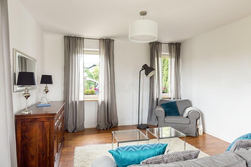 Sala de estar en un buen estilo fotografía de archivo