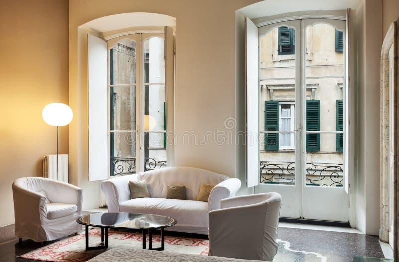 Sala de estar interior, clásica foto de archivo libre de regalías