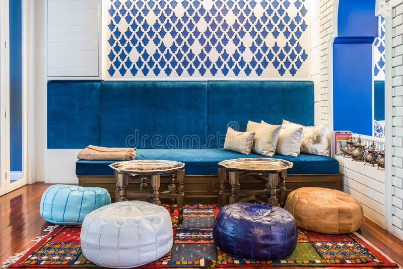 Sala de estar marroqu del estilo imagen de archivo for Sala de estar estilo arabe