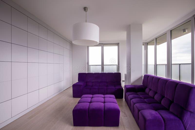 Sala de estar minimalista imagen de archivo