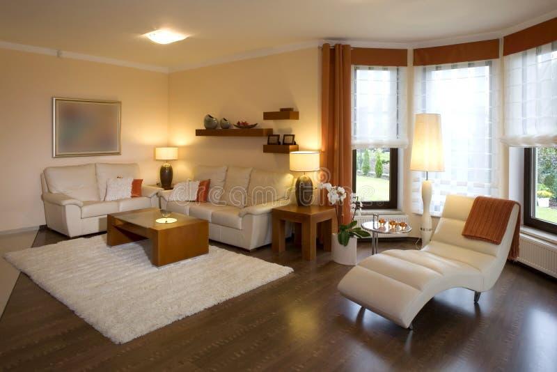 Sala de estar moderna con estilo imágenes de archivo libres de regalías