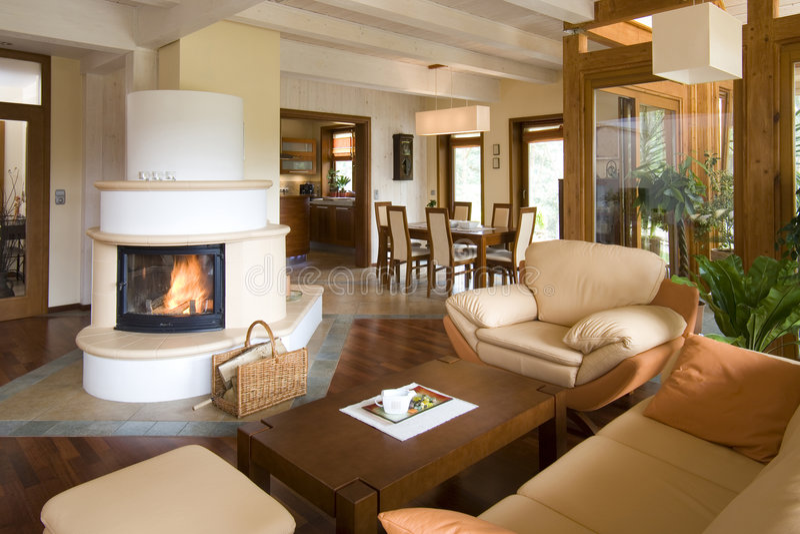 Sala de estar moderna con estilo con la chimenea fotografía de archivo