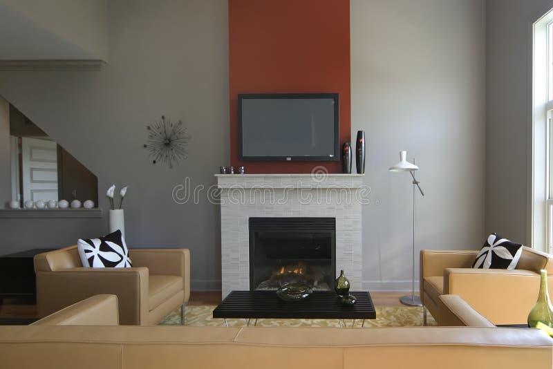 Sala de estar moderna con la chimenea fotografía de archivo