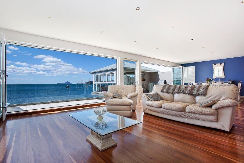 Sala de estar moderna lujosa fotografía de archivo libre de regalías