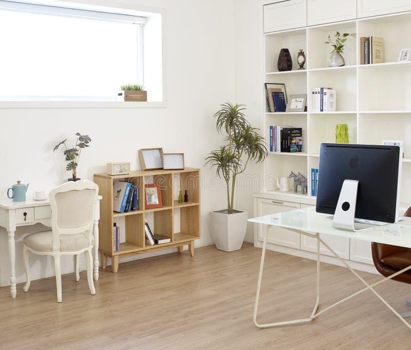 Sala de estar na casa moderna