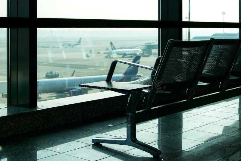 Sala de estar no aeroporto, área interior da partida imagens de stock royalty free