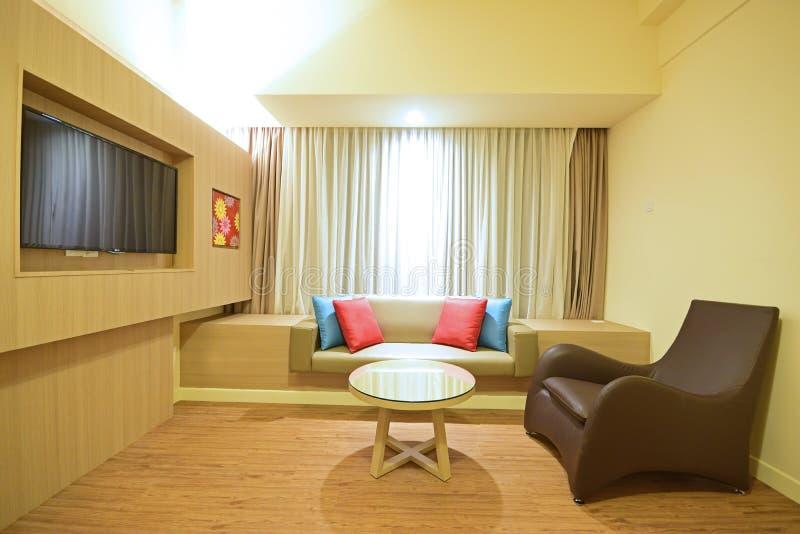 Sala de estar simple y alegre fotografía de archivo