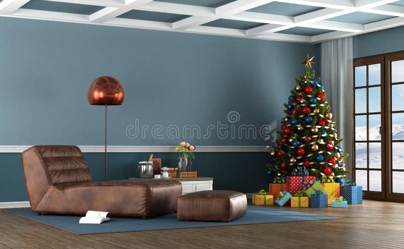 Sala de estar de una casa de la montaña con el árbol de navidad fotografía de archivo libre de regalías