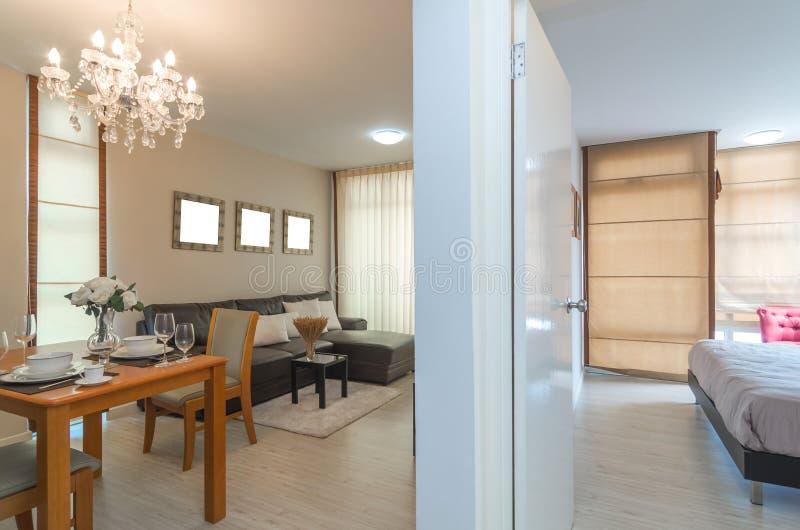 Sala de estar y dormitorio interiores de lujo fotografía de archivo libre de regalías