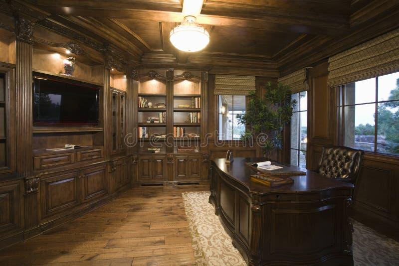 Sala de estudo moderna do Lit em casa imagem de stock royalty free