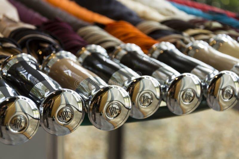 Sala de exposições dos guarda-chuvas dos carros de motor de Rolls royce no fator do carro de Goodwood imagem de stock