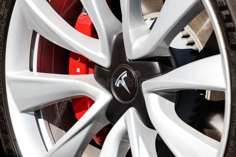 Sala de exposições de Tesla EV Tesla projeta e fabrica os sedanes elétricos modelo de X e de S IX fotografia de stock royalty free