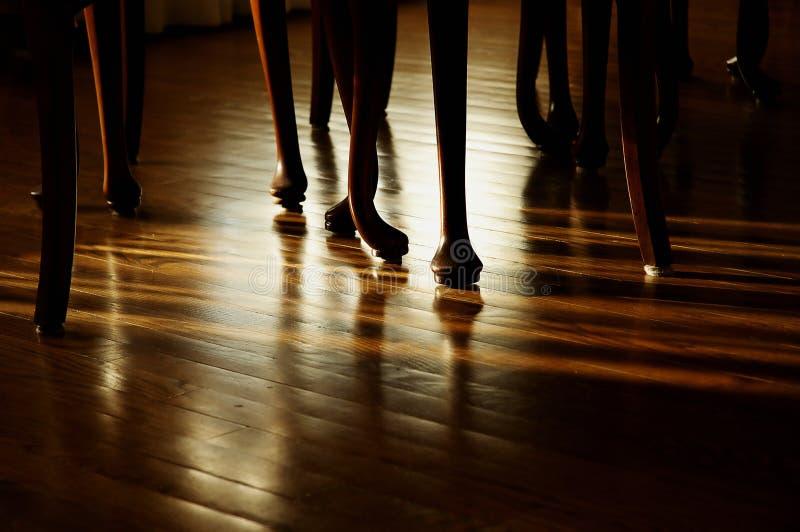Download Sala de jantar imagem de stock. Imagem de sombra, pés, jantar - 538101