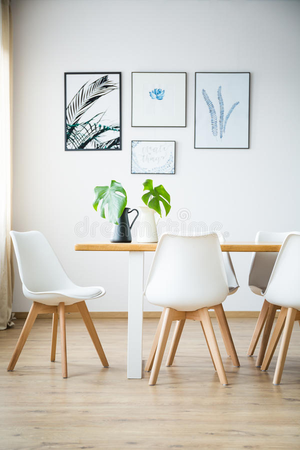 Sala de jantar brilhante simples foto de stock