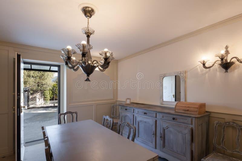 Sala de jantar de uma casa imagens de stock royalty free