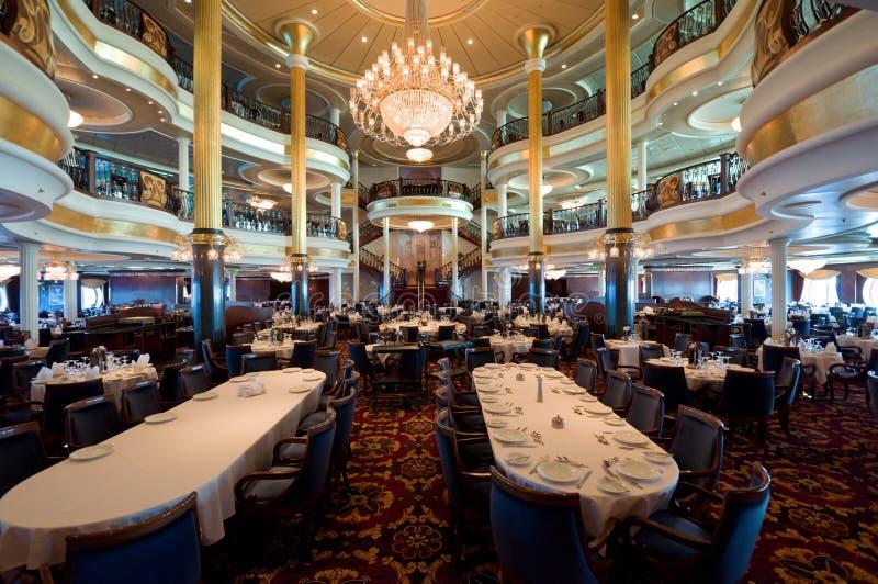 Sala de jantar do navio de cruzeiros fotografia de stock
