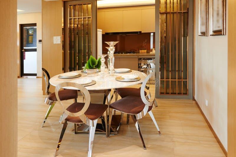Sala de jantar e cozinha modernas foto de stock royalty free