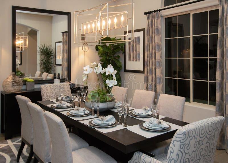 Sala de jantar formal fina home moderna nova imagens de stock royalty free