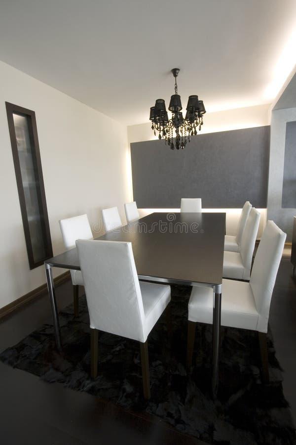Sala de jantar moderna na moda fotografia de stock royalty free