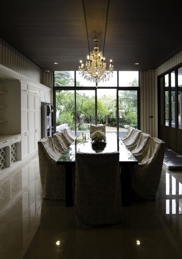 Sala de jantar na casa luxuosa imagens de stock